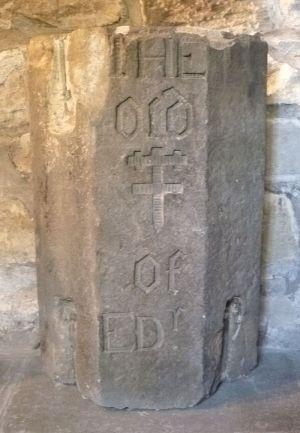 800px-Part_of_the_original_shaft_of_the_Edinburgh_mercat_cross