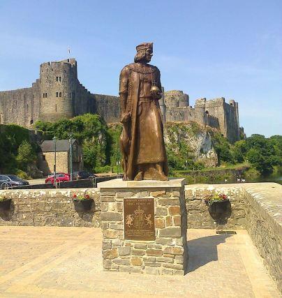 Henry Tudor statue at Pembroke Castle